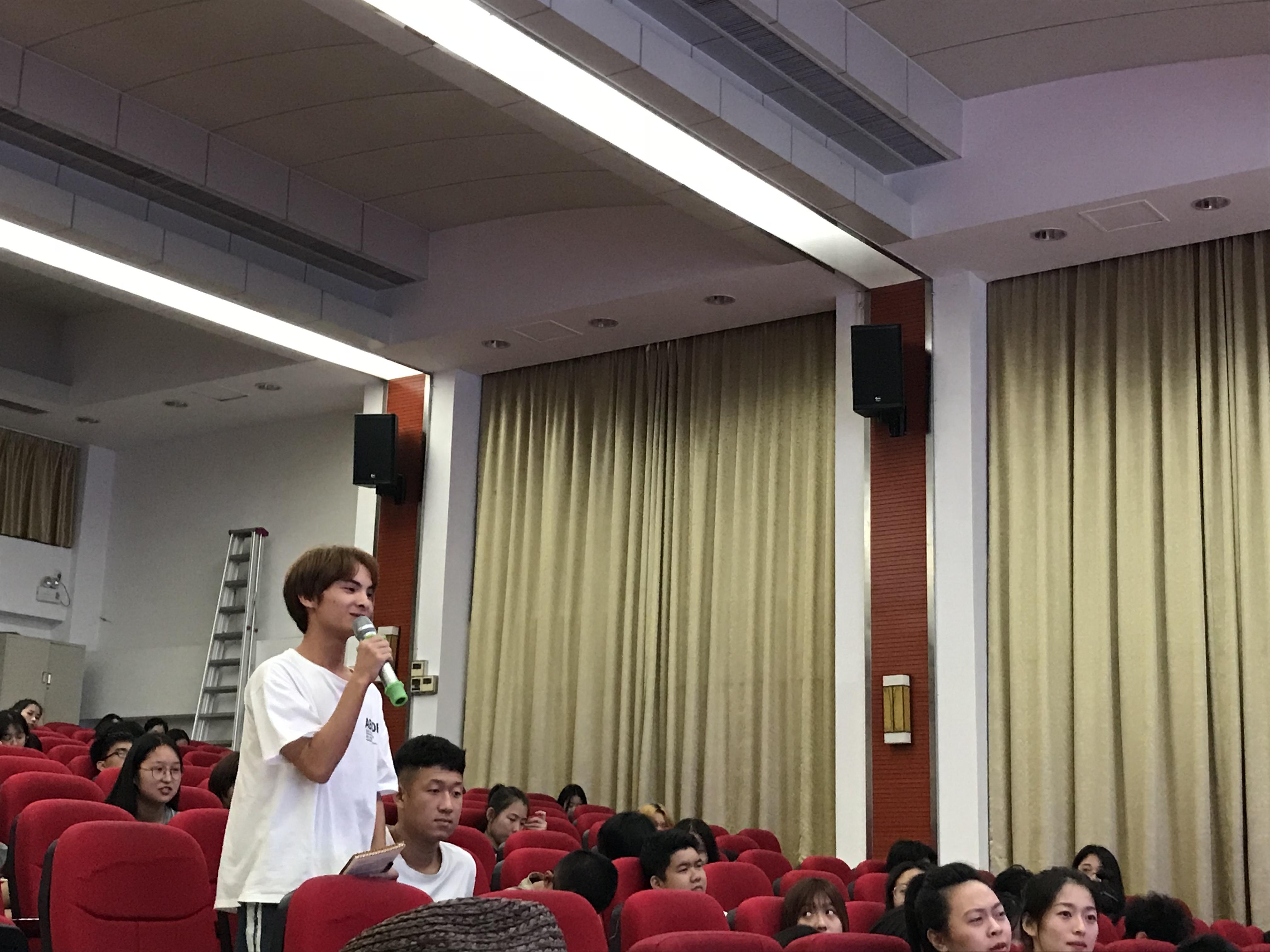 """""""从灵感到设计""""——东华大学陈彬教授讲座在我院成功举办"""