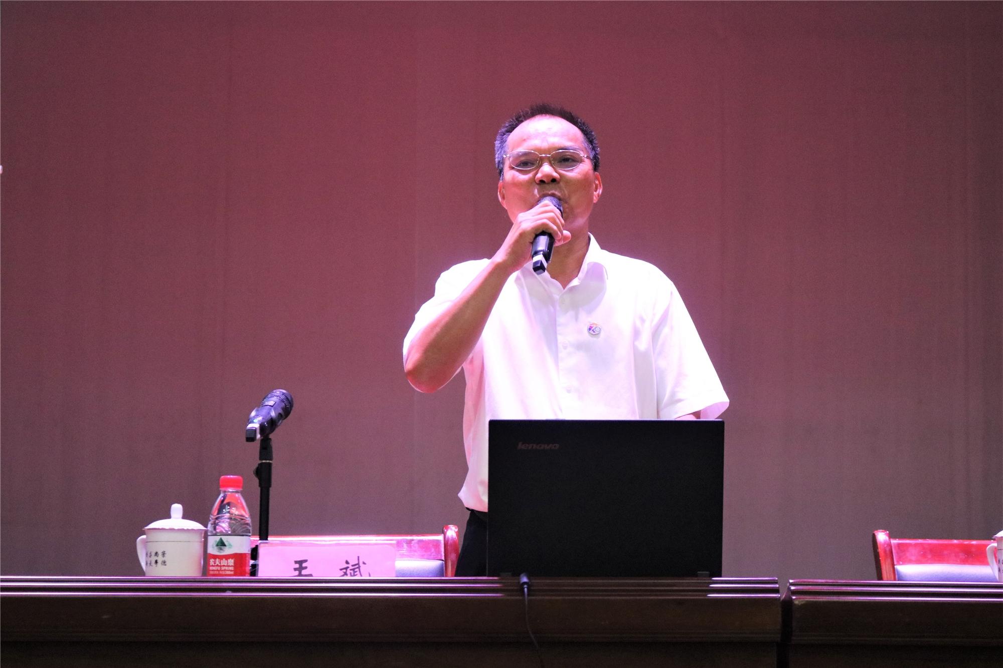 """杰出校友王斌讲述""""我与乡村的故事"""""""