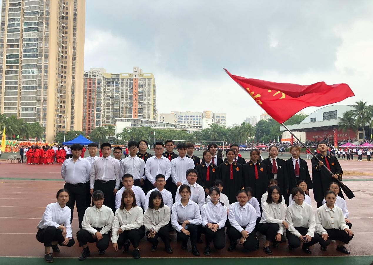 法学院师生参加第三十六届校运会开幕式