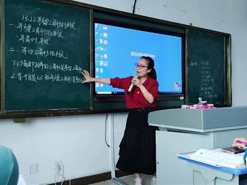 """海南数学名师巡讲团""""推进教育扶贫,助力顶岗实习""""活动"""