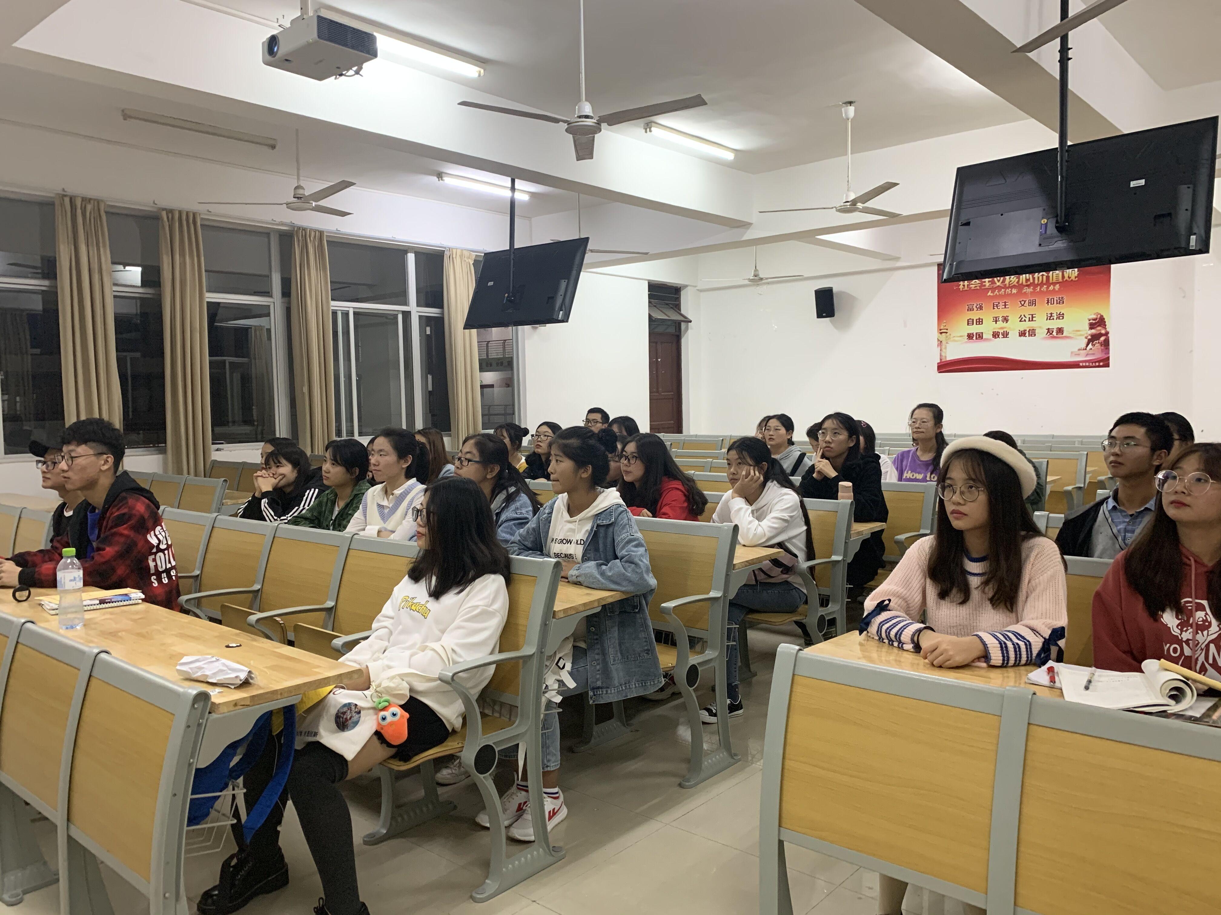 青年之声:教育学院宪法宣传活动