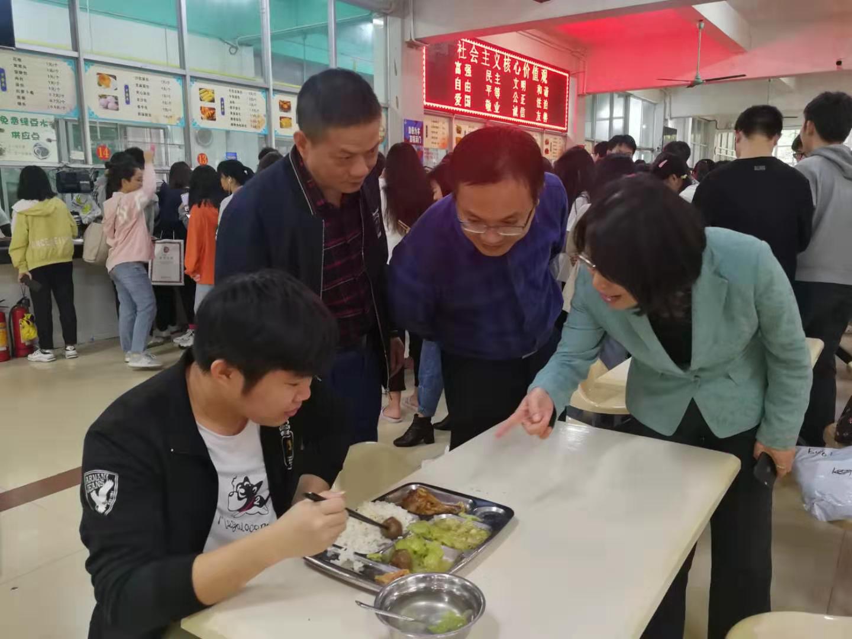 刁曉平副書記蒞臨龍昆南第一食堂進行調研活動