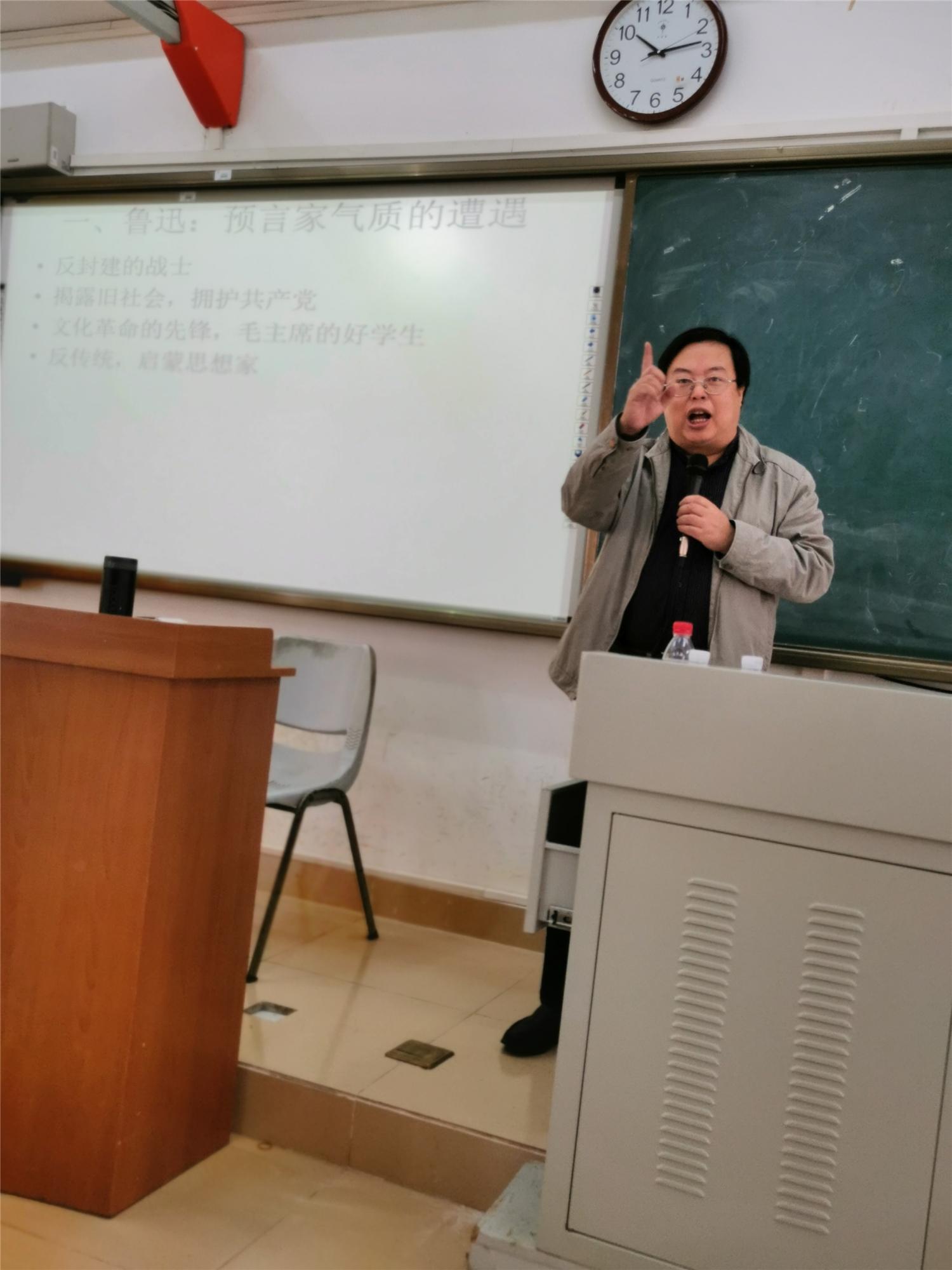 四川大学李怡教授来我校文学院讲学