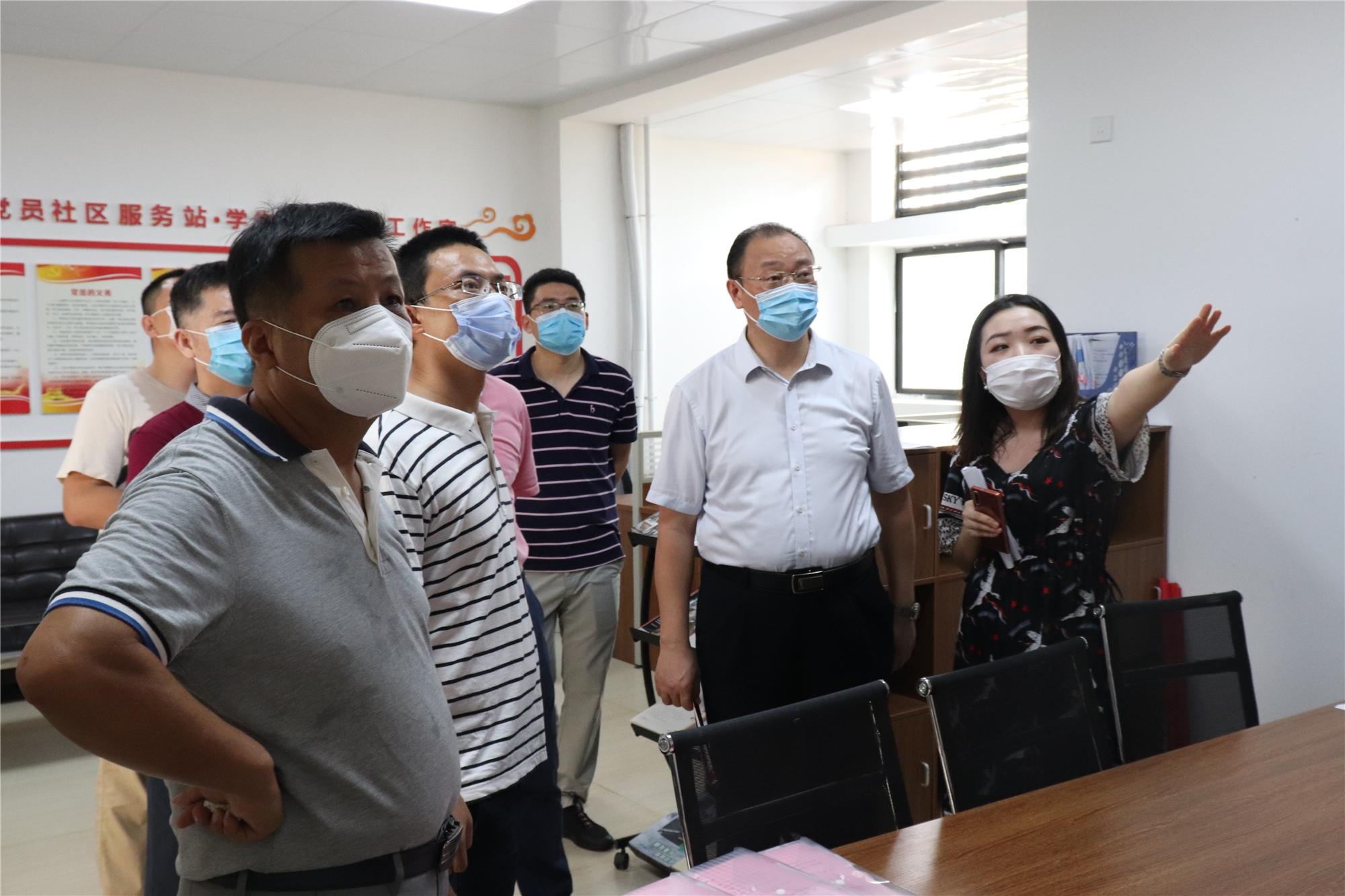 校领导在桂林洋校区迎接返校第二批学生