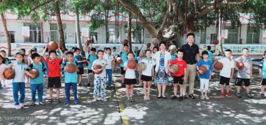 校领导带队走访调研学生宿舍和实验小学