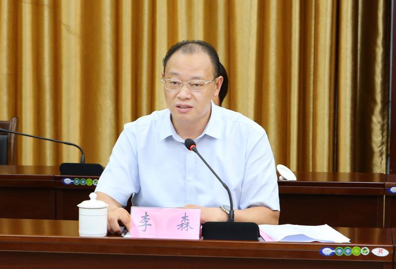 李红梅带队与定安县签订县校战略合作协议