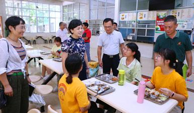李红梅检查龙昆南校区开学准备工作