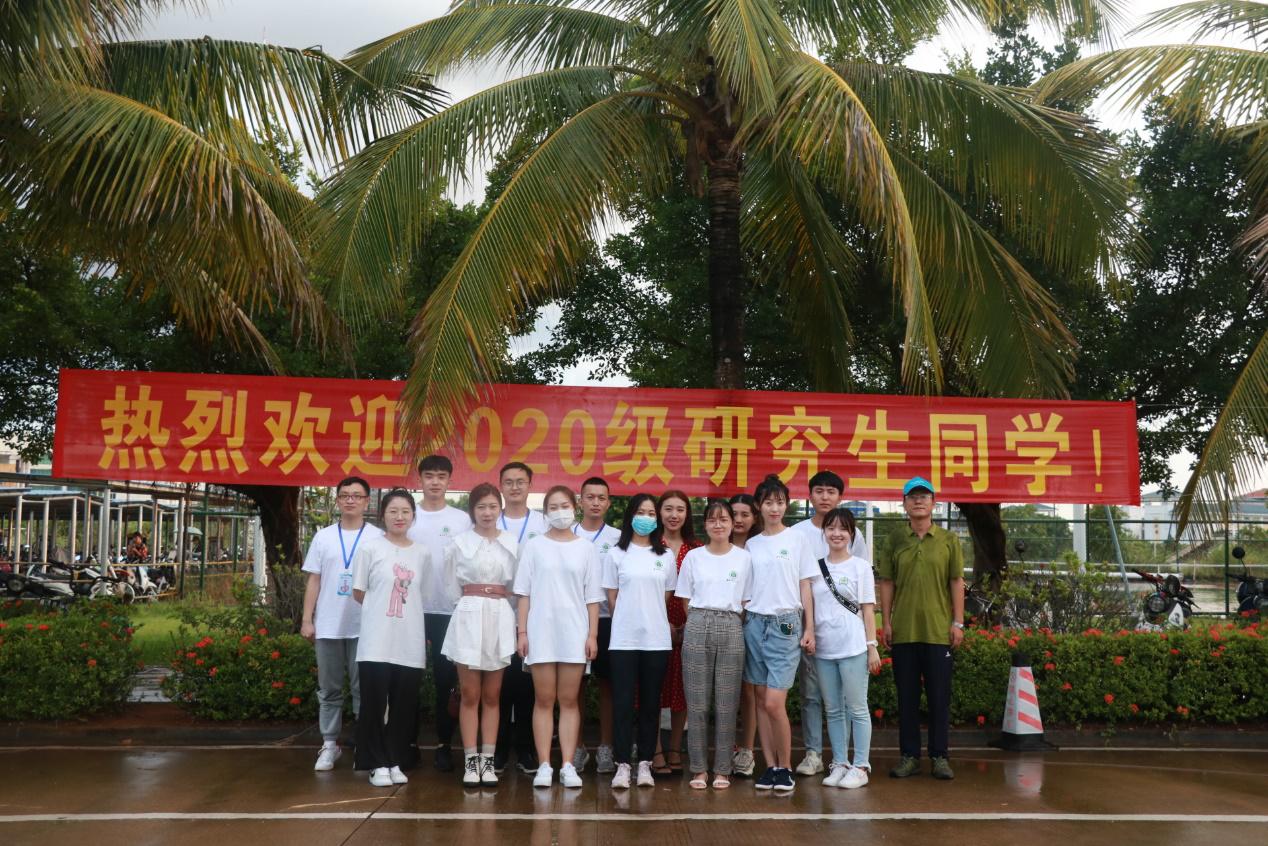 海南師范大學研究生院志愿者迎新活動