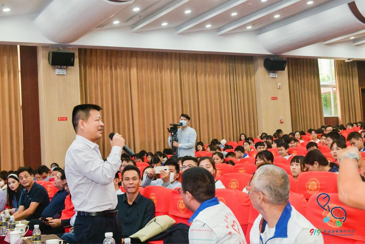 """史海涛教授做""""海龟现状跟受胁因素""""专题演讲"""