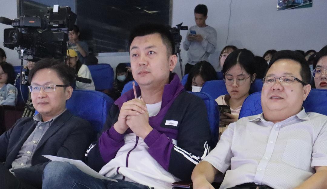 365亚洲最新线路网址广电专业举行见习作品评选活动