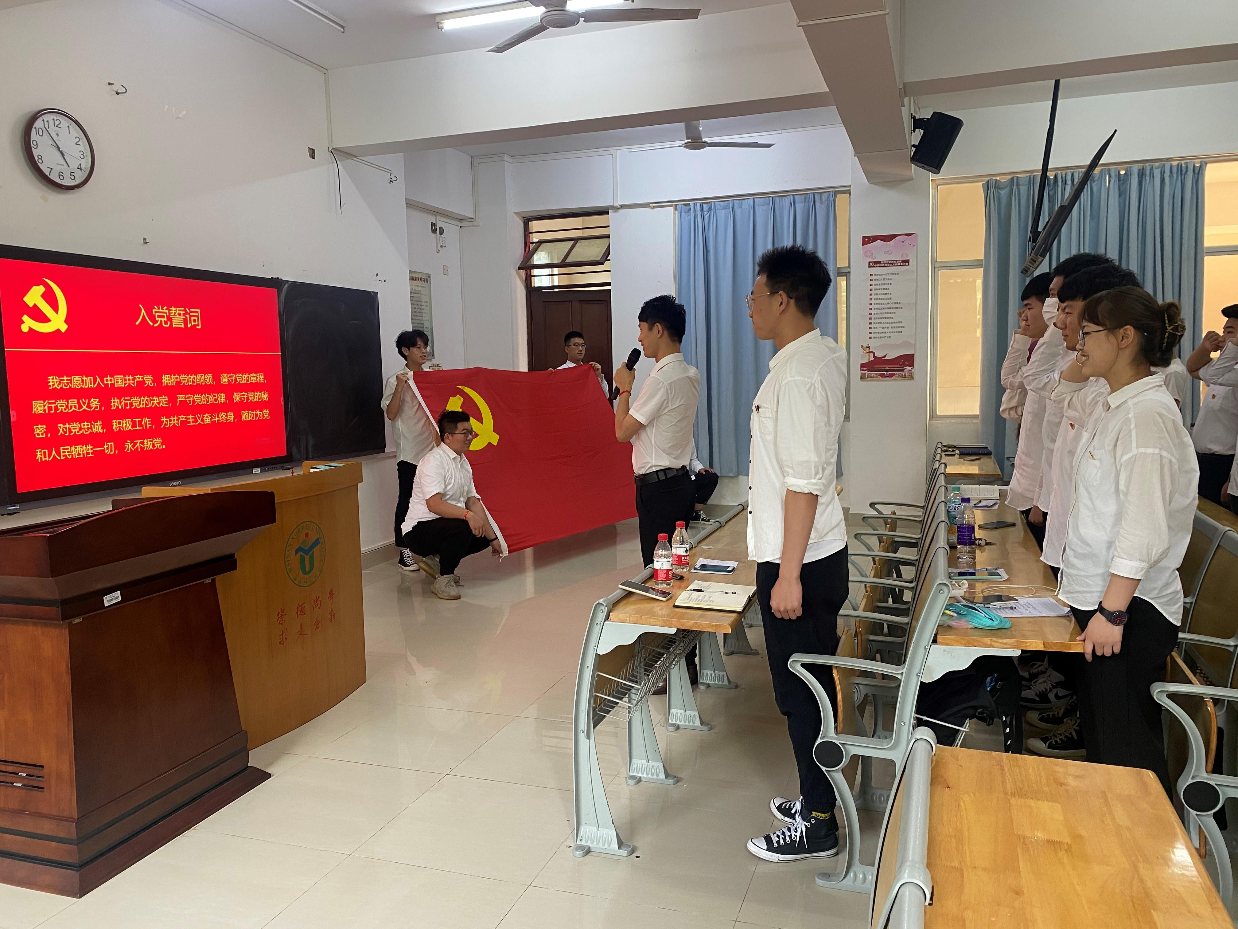 """我院学生党支部开展""""清明祭英烈,共筑中华魂""""主题党日活动"""