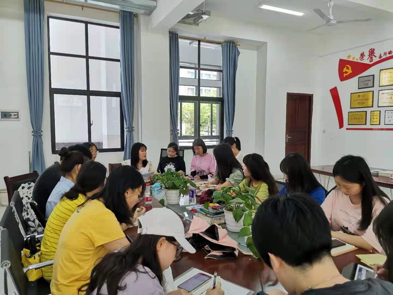 """青年之声·马克思主义学院开展""""我为群众办实事""""实践活动本科生代表座谈会"""