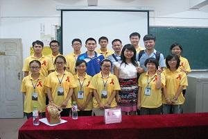 禁毒防艾志愿者团队与合作单位合影