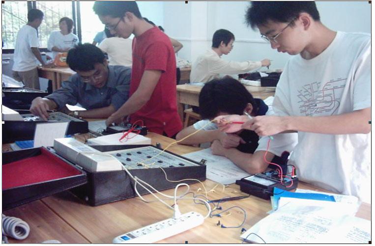 公共普物实验室,电工技术实验室,模拟电路实验室,数字电路实验室,电子